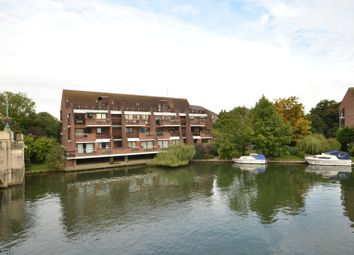 Thumbnail 2 bedroom flat to rent in Riverside Court, Caversham, Reading