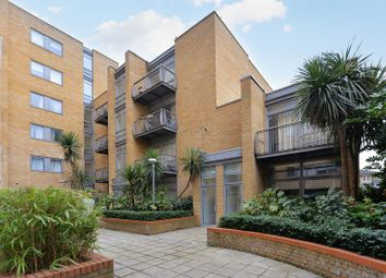 Thumbnail 2 bedroom flat for sale in Gainsborough House, Canary Wharf