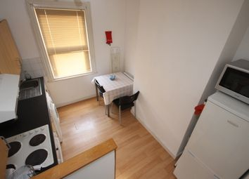 Thumbnail 1 bed flat to rent in Brudenell Road, Hyde Park