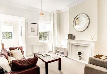Thumbnail 2 bed flat to rent in Somerset Court, Kensington