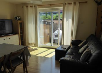 2 bed flat to rent in Garland Drive, Hounslow TW3