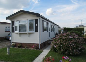 Thumbnail 2 bed mobile/park home for sale in Holly Lodge Park (Ref 5689), Lower Kingswood, Tadworth, Surrey