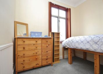 Thumbnail Room to rent in Room / North Street, Romford