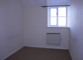2 bed flat to rent in Whitley Mead, Stoke Gifford, Bristol BS34