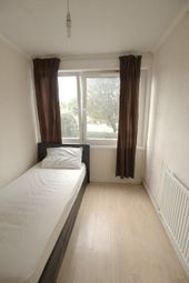 Thumbnail Room to rent in Canute Gardens, Hawkstone Road, Canada Water, London