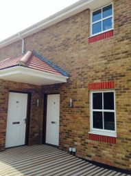 2 bed flat to rent in Nayland Court, Romford RM1