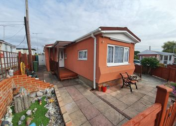 Thumbnail 2 bed mobile/park home for sale in Kings Copse Avenue, Hedge End, Southampton