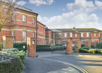 2 bed flat to rent in Sandy Mead, Epsom KT19