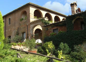 Thumbnail Hotel/guest house for sale in Via Monteroni D'arbia, Siena, Tuscany, Italy