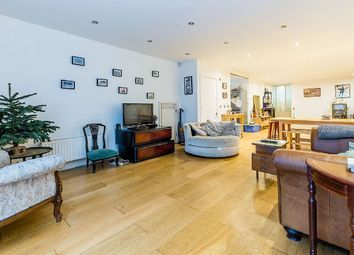 Thumbnail 2 bed flat to rent in Bethnal Green Road, London