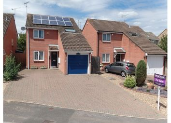 Thumbnail 3 bed detached house for sale in Eagle Close, Wokingham