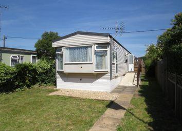 2 bed mobile/park home for sale in Grovelands Avenue, Winnersh, Wokingham RG41