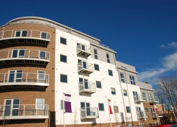 Thumbnail 2 bedroom flat for sale in Station View, Guildford