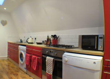 Thumbnail 2 bed flat to rent in Garratt Lane, Earlsfield, London