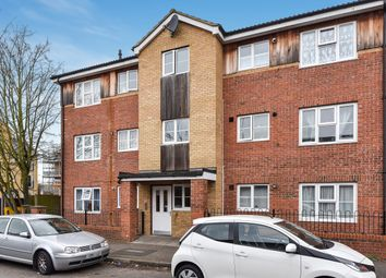 Thumbnail 2 bed flat to rent in Pursers Court, Slough