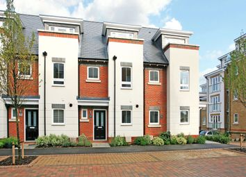 Thumbnail 3 bedroom town house to rent in Kingfisher Drive, Maidenhead