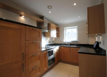 Thumbnail 1 bed flat to rent in Kings Gate, Horsham