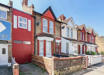 3 bed flat for sale in Manor Road, London E10