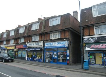 Thumbnail 3 bed flat to rent in Barnsbury Lane, Surbiton