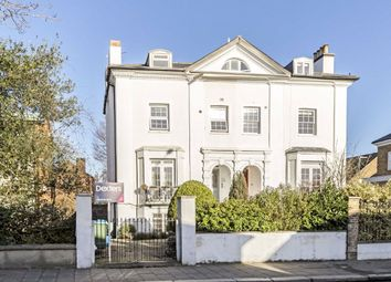 Staines Road, Twickenham TW2. 2 bed flat for sale