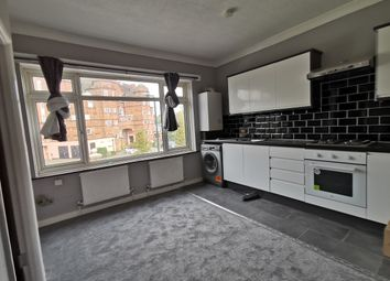 3 bed flat to rent in Cooper Road, London NW10