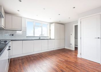 3 bed flat to rent in Burnt Ash Lane, Bromley BR1
