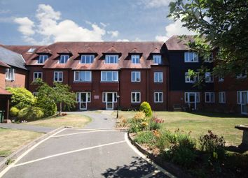 Cedar Court (Tenterden), Tenterden TN30. 2 bed flat