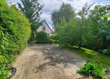 Harlow Road, Roydon, Harlow CM19. 3 bed detached house