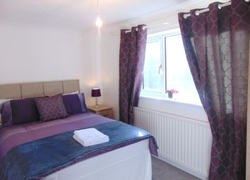 Thumbnail 5 bed shared accommodation to rent in Windsor Close, Crawley