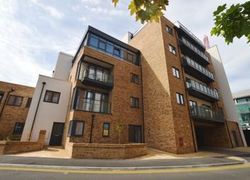 Thumbnail 1 bed flat to rent in Gartlet Road, Watford