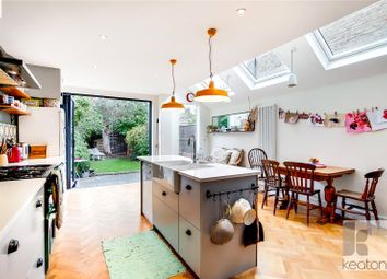 5 bed property for sale in Roding Road, London E5