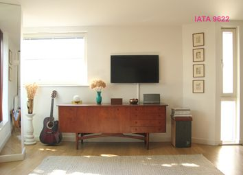 Thumbnail 2 bed flat to rent in Hales Street, London