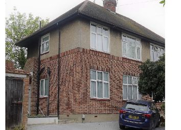 Thumbnail 2 bedroom flat to rent in Oak Wood Close, Woodford Green, Essex.