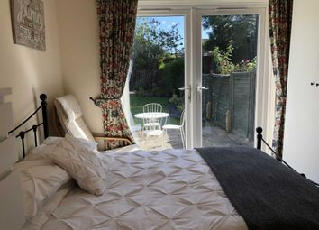 Room to rent in Room 2, 44 Beech Grove, Guildford GU2