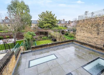 5 bed property to rent in Stile Hall Gardens, Chiswick, London W4
