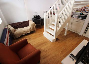 Thumbnail 1 bed flat to rent in Simmonds Street, Reading