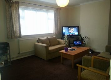 Thumbnail 3 bed flat to rent in Little Gearies, Barkingside