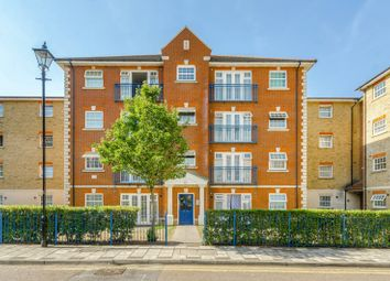 Queensberry Place, Manor Park, London E12. 2 bed flat