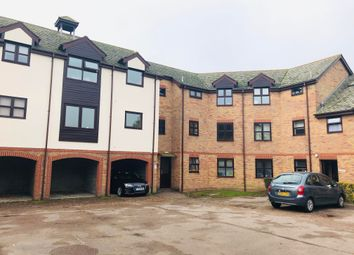2 bed flat to rent in Templemead, Witham CM8
