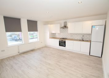 2 bed flat to rent in Chester Road, Stretford, Manchester M32