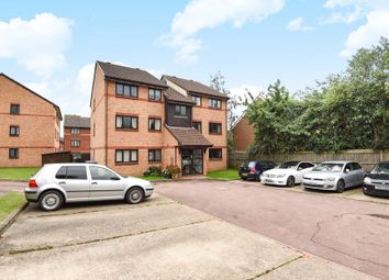 2 bed flat to rent in Escott Place, Ottershaw, Chertsey KT16