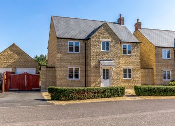 4 bed detached house for sale in Bryony Gardens, Carterton OX18