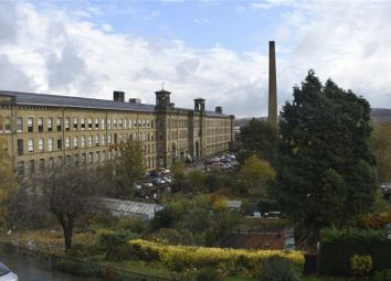 2 bed flat to rent in Victoria Road, Shipley, West Yorkshire BD18