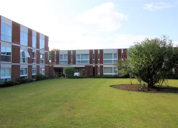 2 bed flat to rent in Brantwood Gardens, West Byfleet KT14