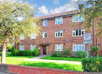 Claybury Broadway, Clayhall, Ilford, Essex IG5. 2 bed flat