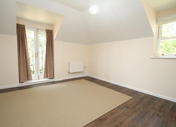 Thumbnail 3 bed flat to rent in Queensway, Hemel Hempstead Industrial Estate, Hemel Hempstead