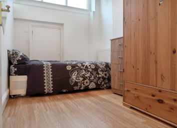 Room to rent in Sidney Street, London E1
