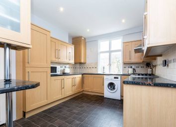 Cathnor Road, Shepherd's Bush, London W12. 2 bed flat