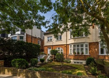Platts Lane, Hampstead, London NW3. 3 bed flat