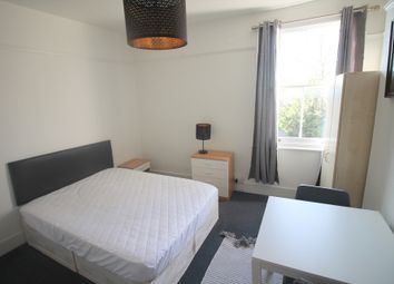 Room to rent in Green Lanes, London N13